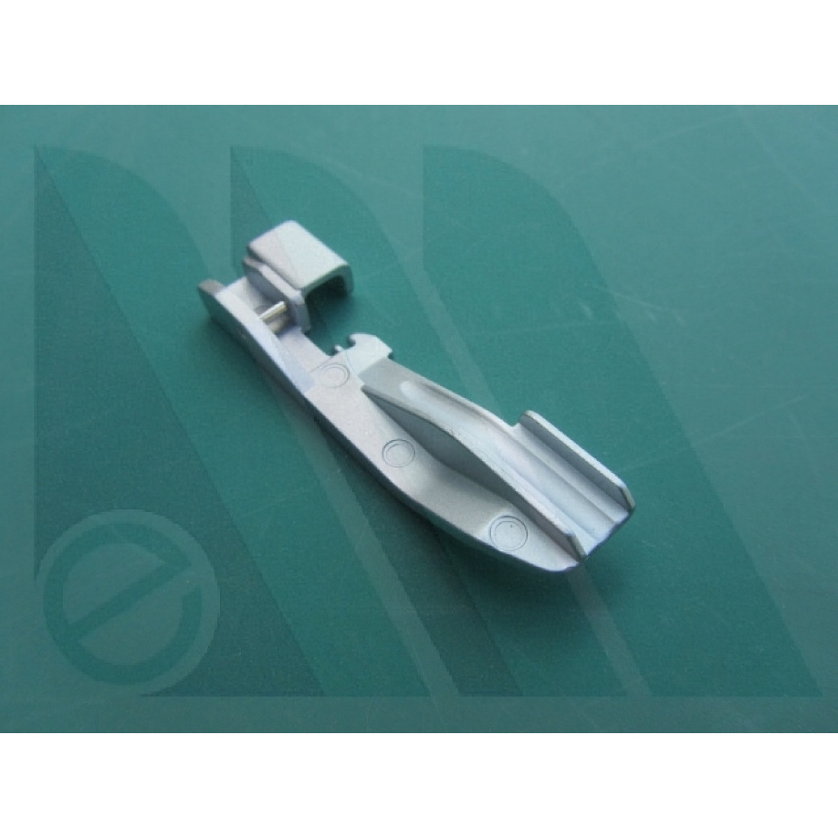 Eredi mantegazza suola pfaff per perline tagliacuci for Piedini singer prezzi