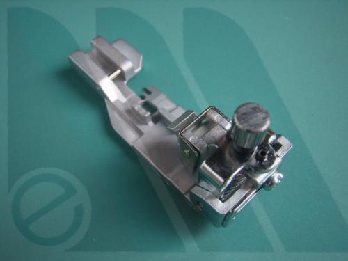 Piedino Bernina 700D, 800DL, 1100D, 1300 per applicare elastico