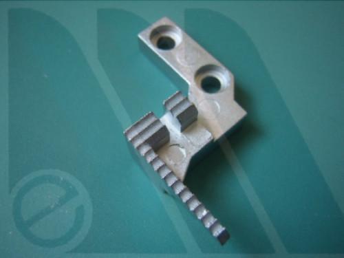Griffa posteriore Singer 14U554, 14U544, 14U555, 14SH654, 14SH754 tagliacuci
